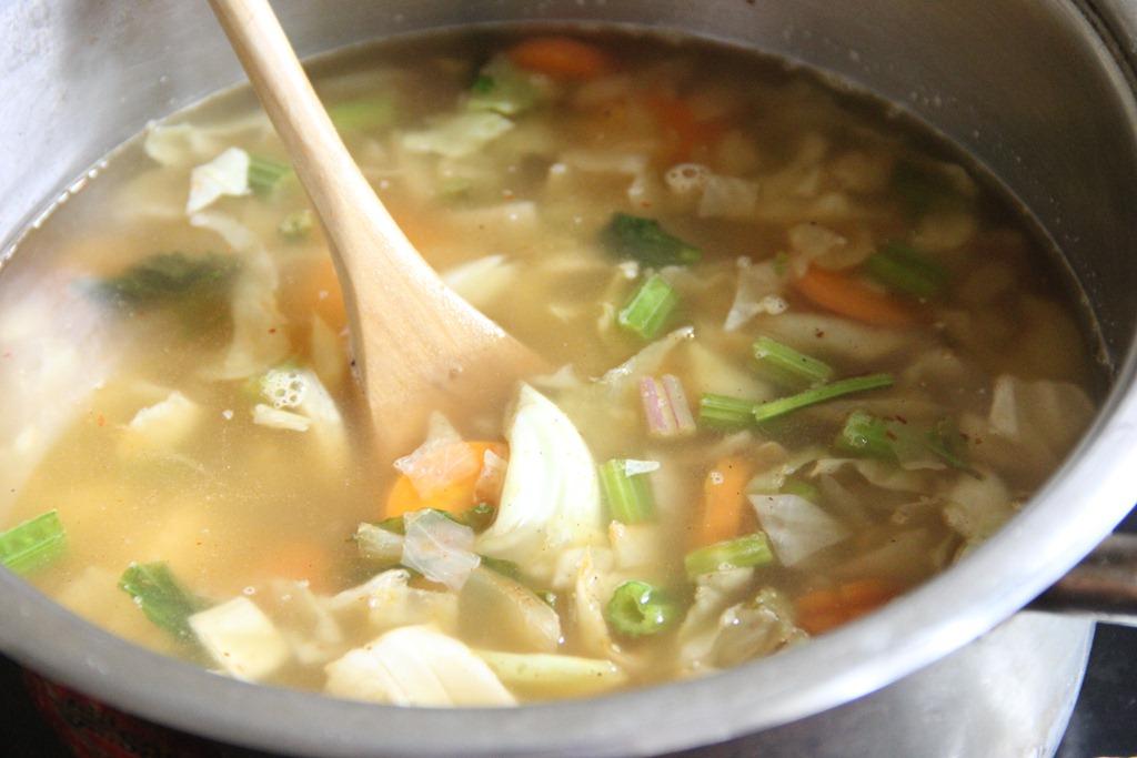 Как варить овощной суп детям
