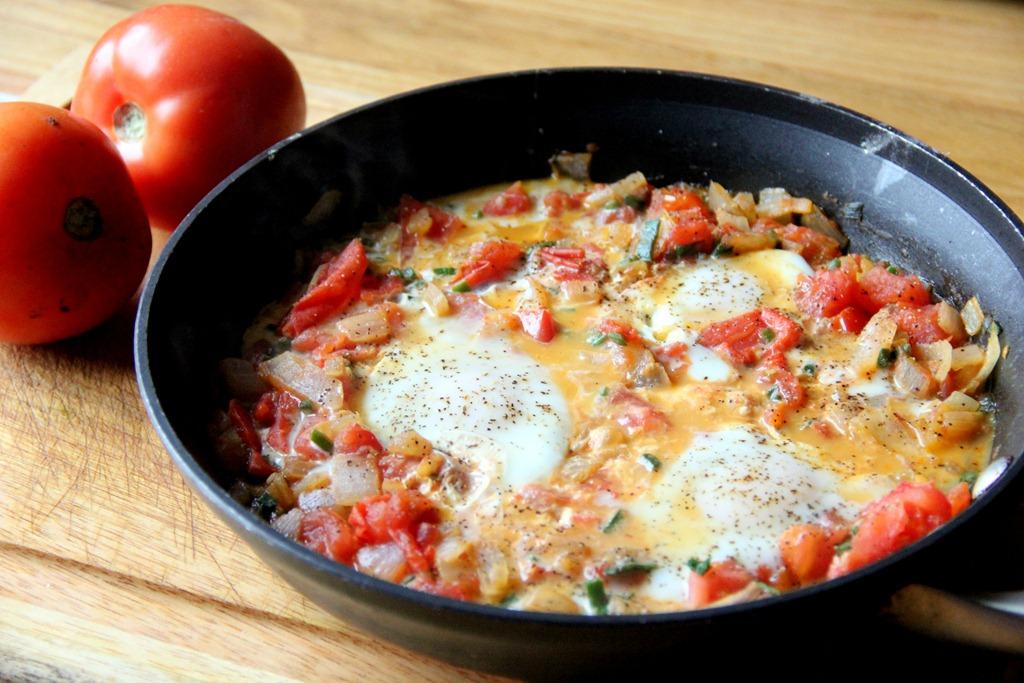 Tomato Fried Eggs - Glow Kitchen