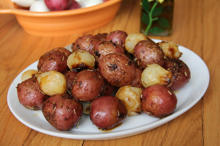 Easy Rosemary and Garlic Spiced Roasted Red Potatoes Recipe | Glow ...